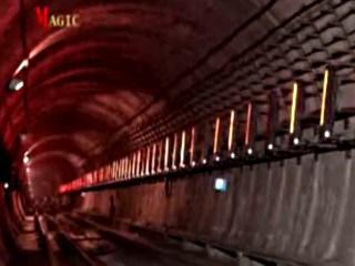 LED obrazovky v tunelu metra