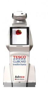 Robot Advee v barvách Tesco