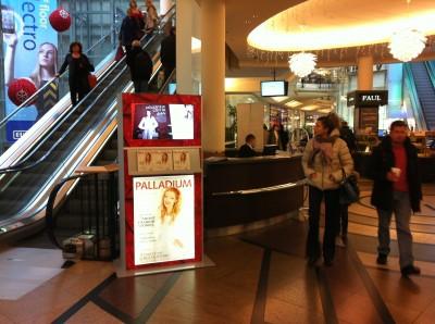 Digitální totem s dotykovou obrazovkou v OC Palladium